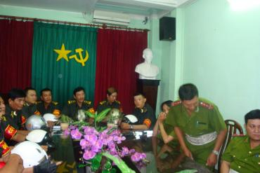 Long Hoang Security received awards from District Police