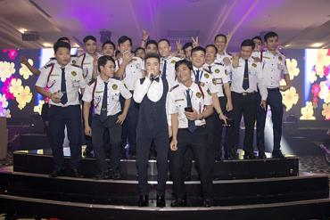 "Famous Singer Dam Vinh Hung ""party"" with Long Hoang's security guards."